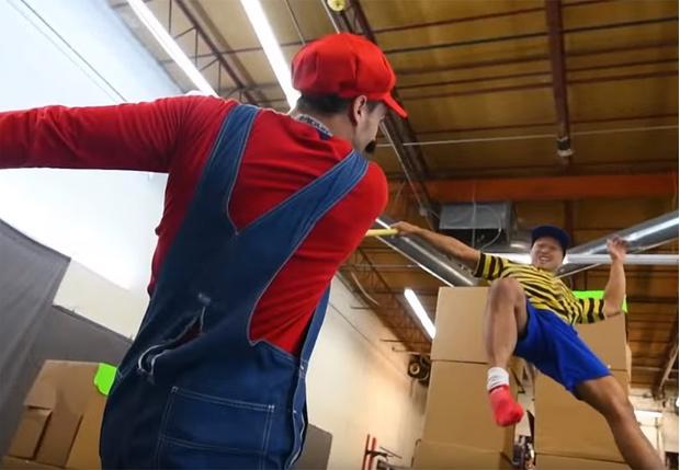 Фото №1 - Каскадеры из «Мстителей» воссоздали эпичную битву из игры Super Smash Bros.