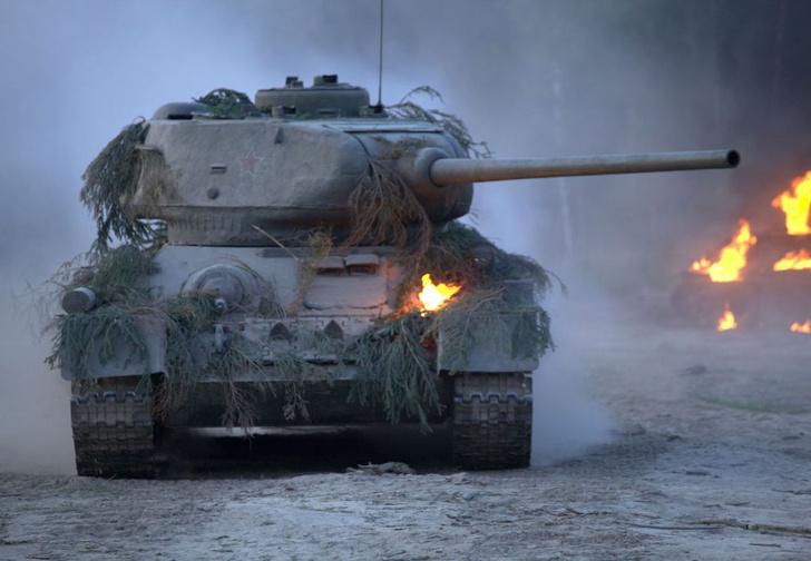 Фото №1 - Будет ли танк ехать быстрее, если при этом непрерывно стрелять назад?