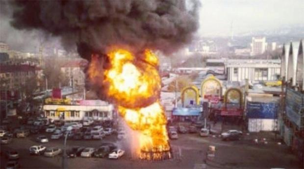 Фото №10 - Елочка, зажгись! 14 фотографий новогодних разрушений