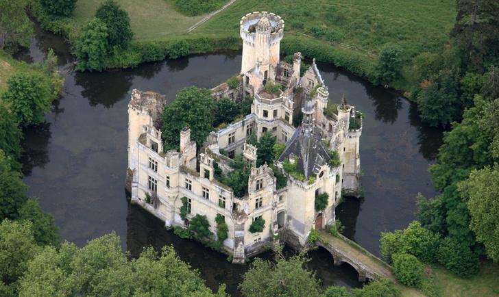 Фото №2 - 6,5 тысячи человек скинулись и купили замок во Франции