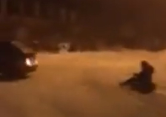 Фото №1 - Кататься на «ватрушке», привязанной к машине, смертельно опасно! И вот почему (убедительное ВИДЕО)