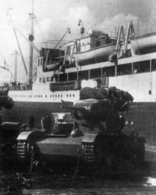 Выгрузка прибывших в Испанию Т-26