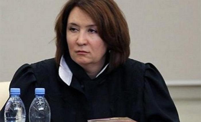 Фото №1 - Лучшие шутки о «золотой судье» Хахалевой, которая никогда не имела юридического образования