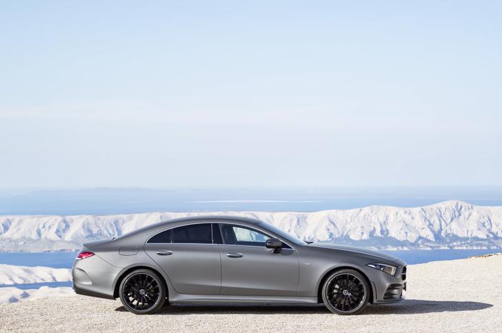 Фото №12 - Новый Mercedes CLS придется полюбить или возненавидеть
