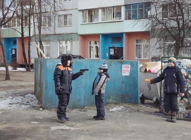 Фото №1 - Заколдобься! Фотограф снимает непростую русскую реальность на простой американский iPhone!