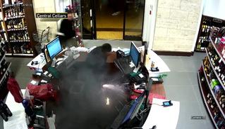Аккумулятор электронной сигареты взорвался прямо в кармане!  (ВИДЕО)