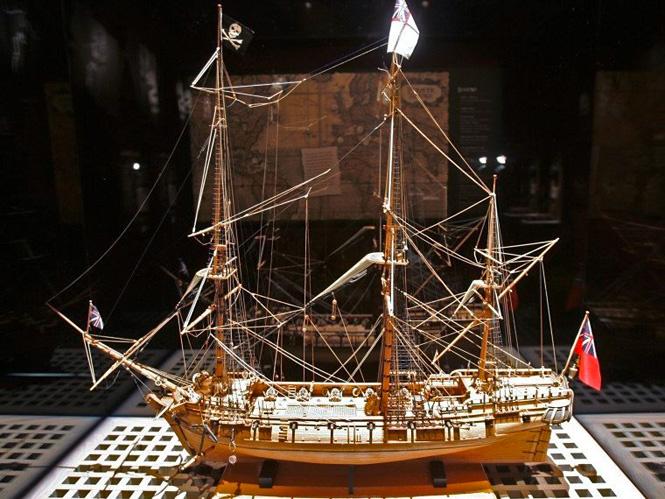 Затонувший пиратский корабль с добычей