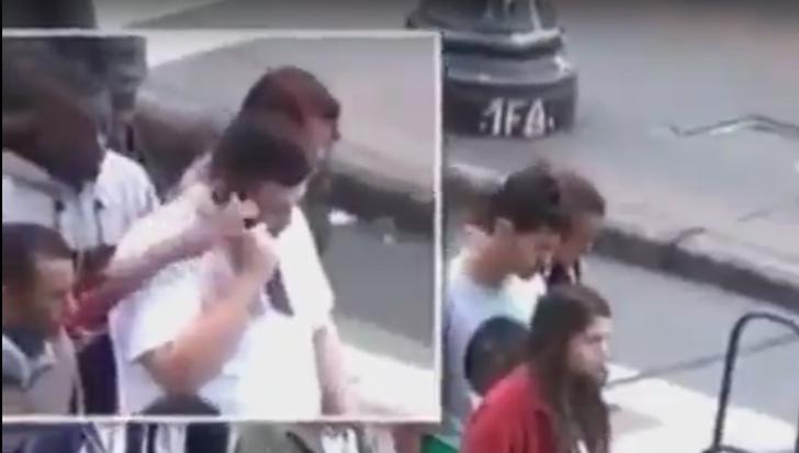 Фото №1 - Как отнимают телефоны у прохожих (видео)