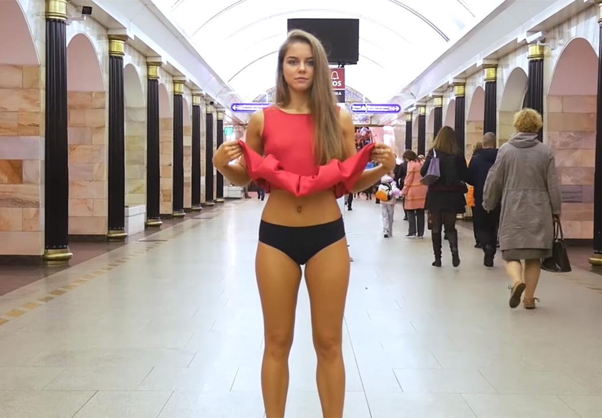 foto-posmotri-pod-yubki-v-metro-telku-seks-cherez