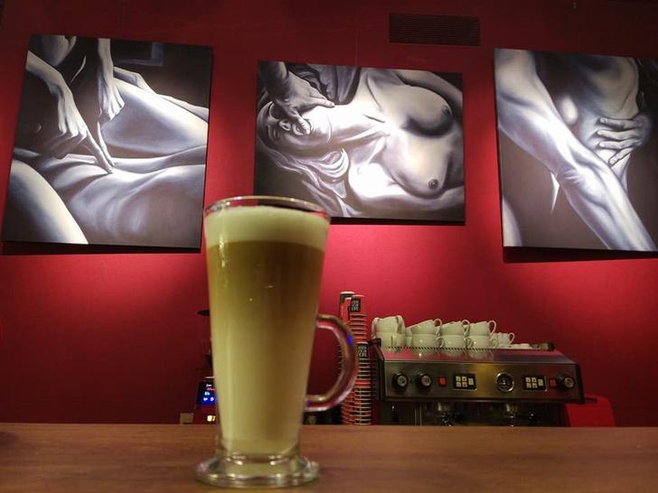 Фото №2 - Вот как все там, в первом на Украине сексуально-образовательном арт-кафе! (ВИДЕО)