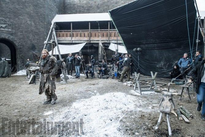 Фото №6 - Интригующие фотографии со съемок нового сезона «Игры престолов»