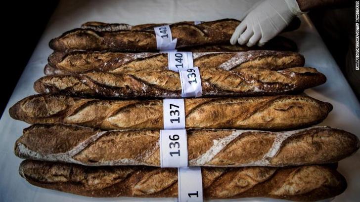Фото №1 - Президент Франции просит ЮНЕСКО защитить багет