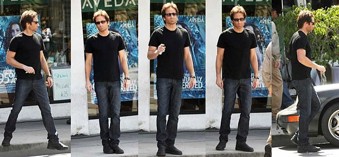 Темные очки, черная футболка, темно синие джинсы и массивные ботинки Timberland