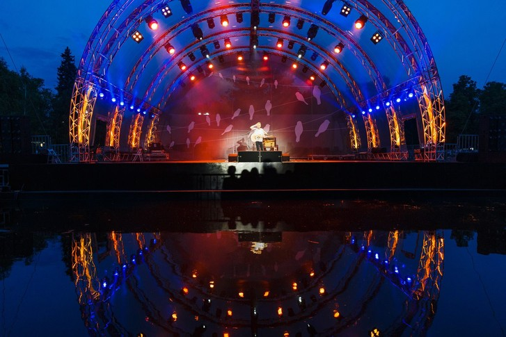 Музыка на воде: что смотреть на одной из самых красивых площадок Москвы этим летом