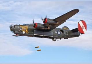 Военные реконструкторы вышли на новый уровень! Стань пилотом бомбардировщика и сбрасывай бомбы!