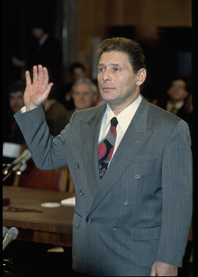 Сэмми Гравано дает показания в суде против Джона. 1 апреля 1993 г.