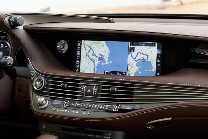 Фото №7 - Lexus LS — автомобиль, в котором сначала электрификация, а потом уже революция
