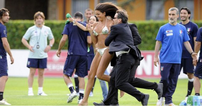 «Все внимание на поле!» Подборка самых горячих стрикерш в истории спорта