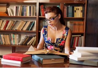 В Департамент культуры поступают жалобы на откровенный вид библиотекарш
