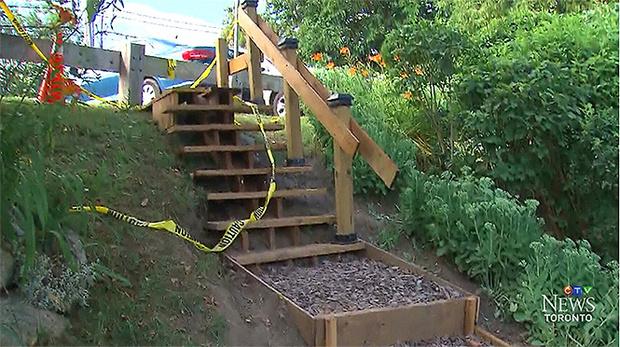Фото №3 - Канадец построил в парке лесенку в 120 раз дешевле государственной