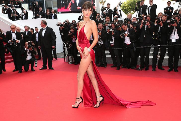 Фото №5 - Знаменитости поддержали новый тренд «вагино-платья»!