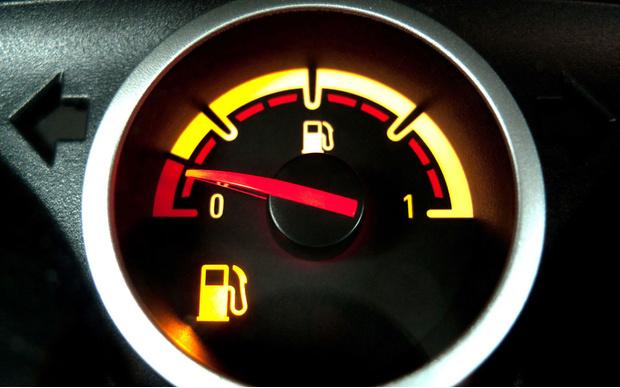 Фото №2 - Что делать, если бензин в баке закончился? Пошаговый гид
