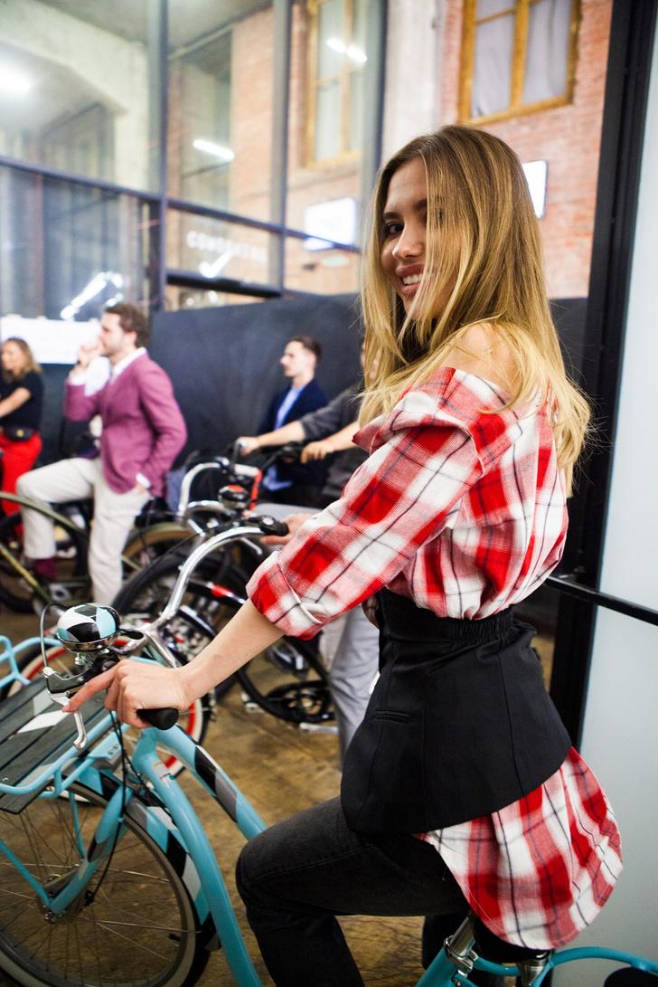 Фото №7 - Подиум для велосипедов: модный показ Electra по случаю 25-летия бренда