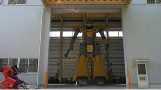 Японец строит гигантского робота (ВИДЕО)