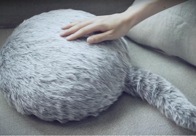 Робот-подушка Qoobo: японская реклама очередной криповой ерунды!