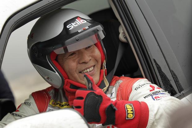 """Хироши Масуока — легенда """"Дакара"""" покажет тебе на что способен Pajero Sport в умелых руках"""