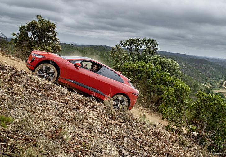 Фото №2 - Jaguar I-Pace: Илон Маск, сдавайся!