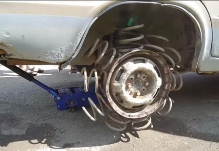 Посмотри, что будет, если автопокрышку заменить на пружину! (Эпичное ВИДЕО)