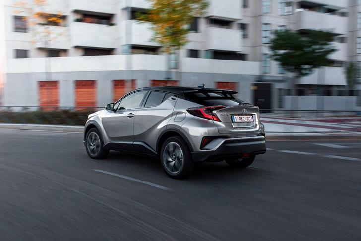 Фото №8 - Toyota C-HR: дизайн рулит