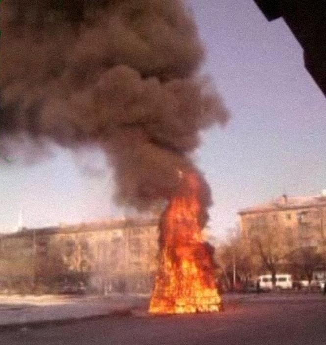 Фото №1 - Елочка, зажгись! 14 фотографий новогодних разрушений