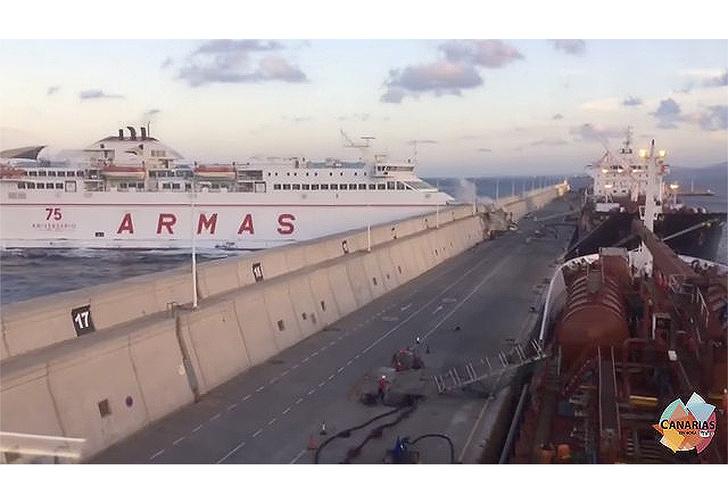 Фото №1 - Если морской порт столкнуть с морским лайнером — кто победит? Зрелищное видео!
