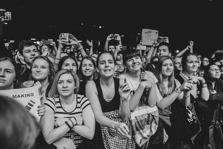 Фото №14 - «Один кучерявый — хорошо, трое — вообще огонь!» Что творилось на московском концерте The Kooks
