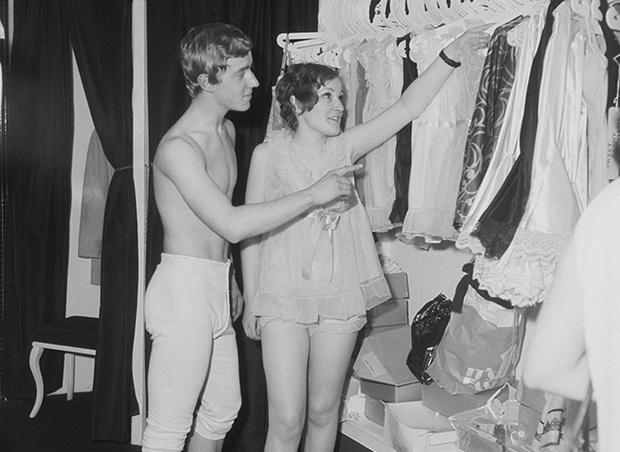 Выбрать одежду девушке