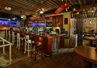 Карибский тики-бар Black Hat bar