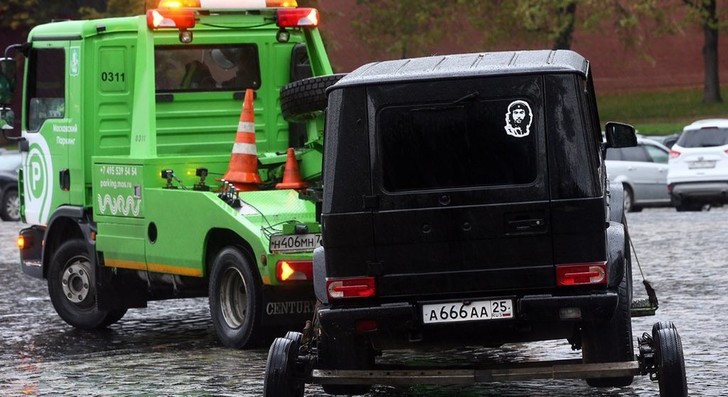 Фото №1 - Лучшие шутки о директоре Росгвардии, который обезвредил «террориста» у стен Кремля