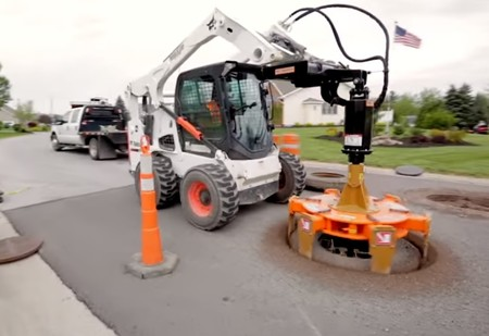 Машина, которая может вытащить канализационный колодец целиком! Ошеломляющее ВИДЕО
