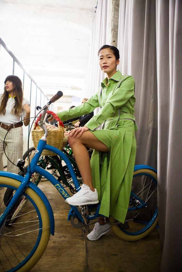 Фото №11 - Подиум для велосипедов: модный показ Electra по случаю 25-летия бренда