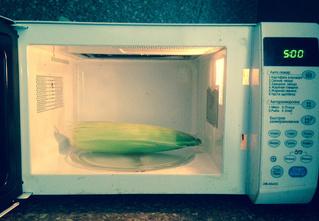 2 легких способа сварить кукурузу в микроволновке за 5 минут!