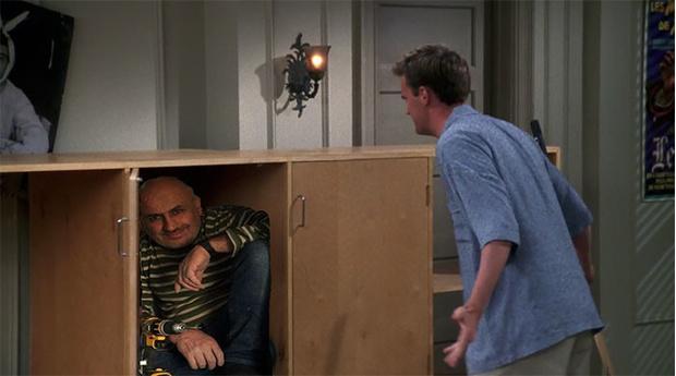 Фото №9 - В Сети набирает популярность флешмоб «Надежный шкафчик на одного»